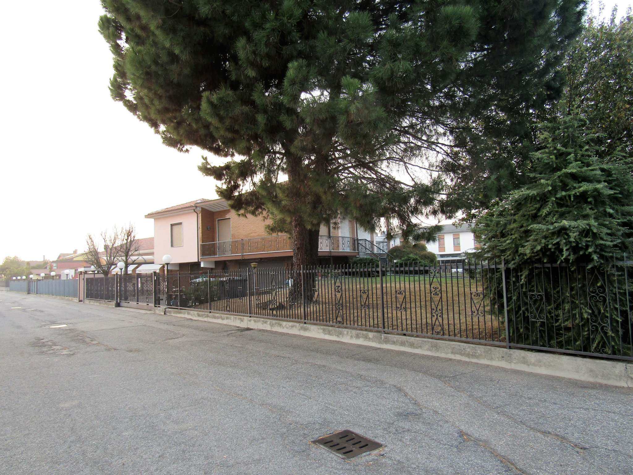 Negozio / Locale in vendita a Vigevano, 10 locali, prezzo € 850.000 | CambioCasa.it