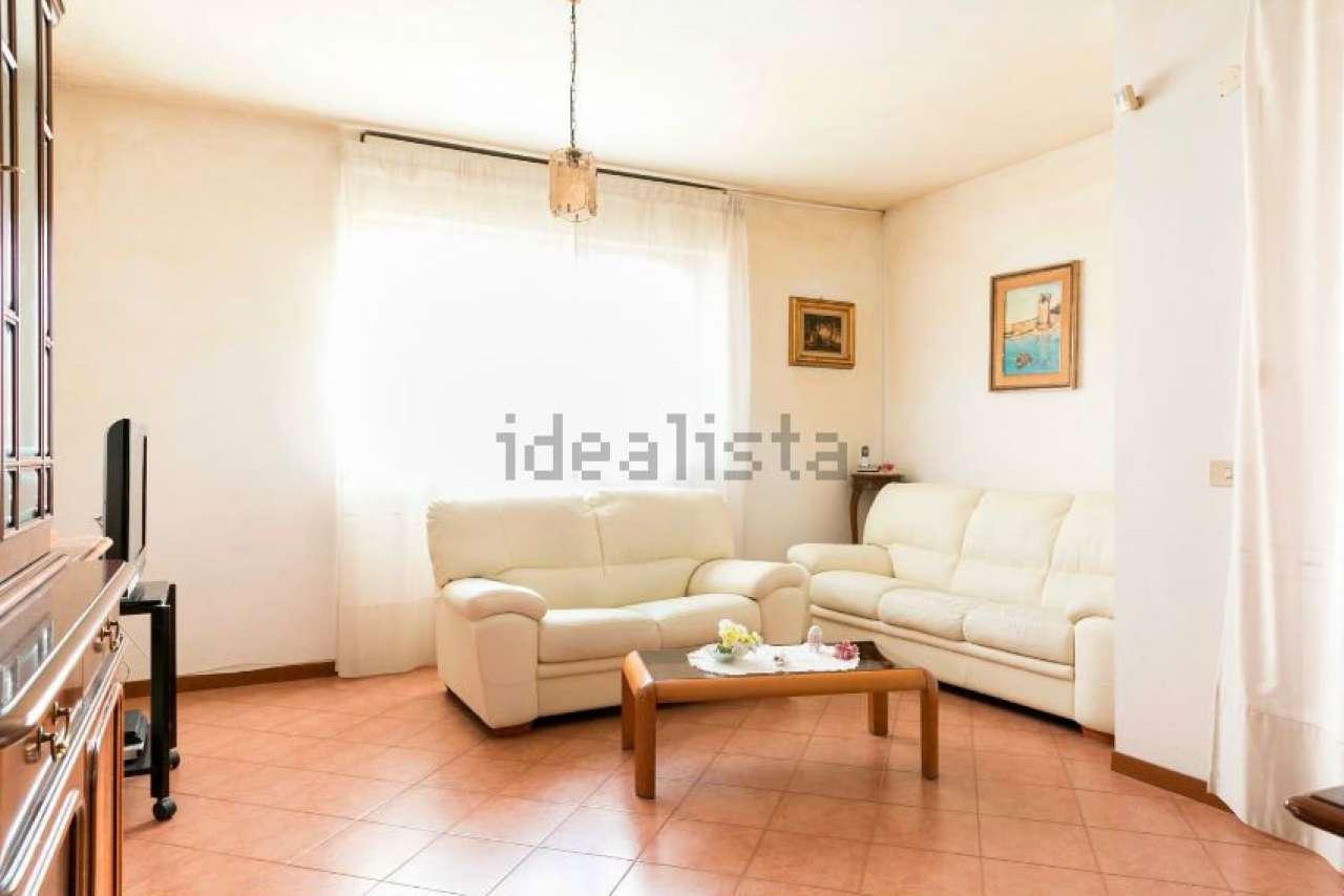 Appartamento in vendita 4 vani 120 mq.  via Cassia Roma
