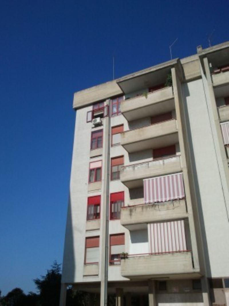 Appartamento in vendita a Statte, 4 locali, prezzo € 70.000 | Cambio Casa.it