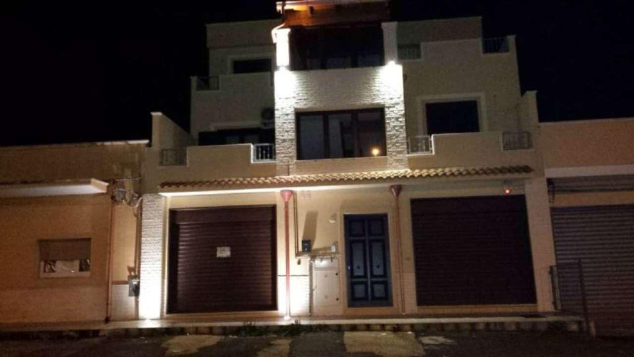 Negozio / Locale in affitto a Pulsano, 1 locali, prezzo € 700 | Cambio Casa.it