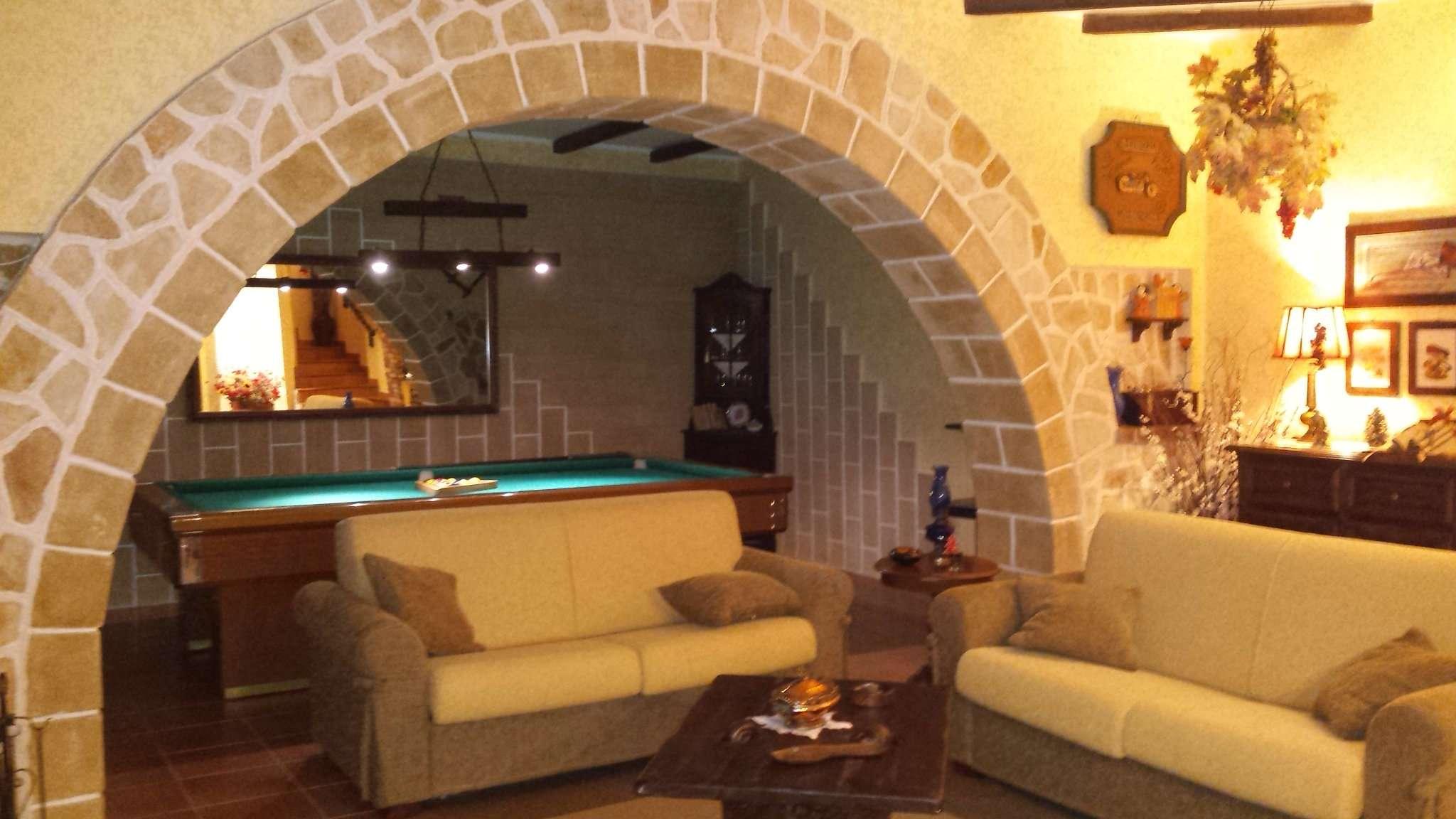 Villa in vendita a Leporano, 6 locali, prezzo € 270.000 | Cambio Casa.it