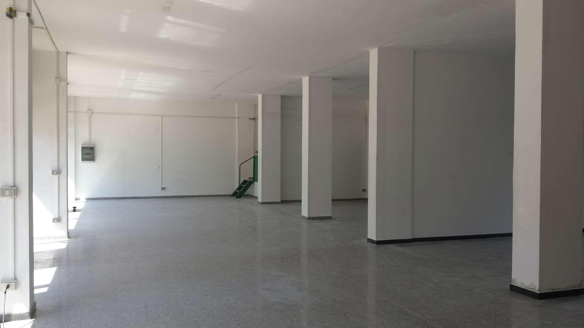Negozio / Locale in affitto a Taranto, 9999 locali, prezzo € 1.300 | CambioCasa.it