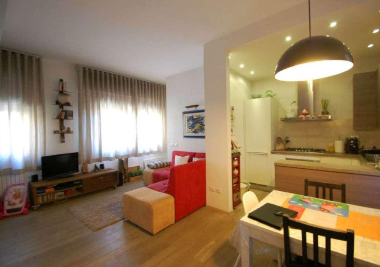 Palazzo / Stabile in vendita a Prato, 4 locali, prezzo € 250.000 | Cambio Casa.it