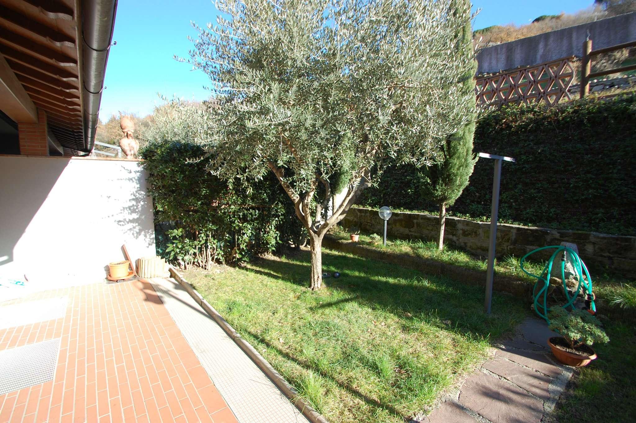 Villa in vendita a Prato, 8 locali, prezzo € 495.000 | Cambio Casa.it