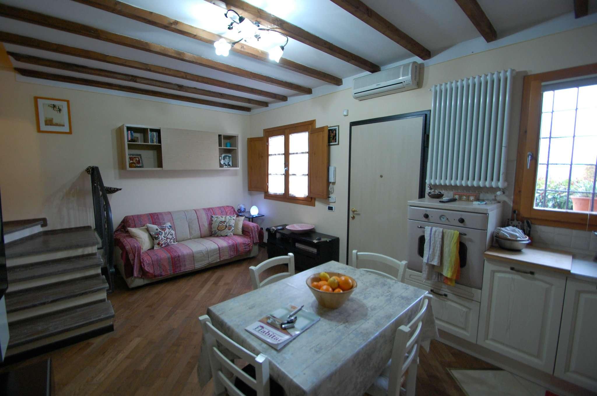 Palazzo / Stabile in vendita a Prato, 3 locali, prezzo € 210.000 | Cambio Casa.it