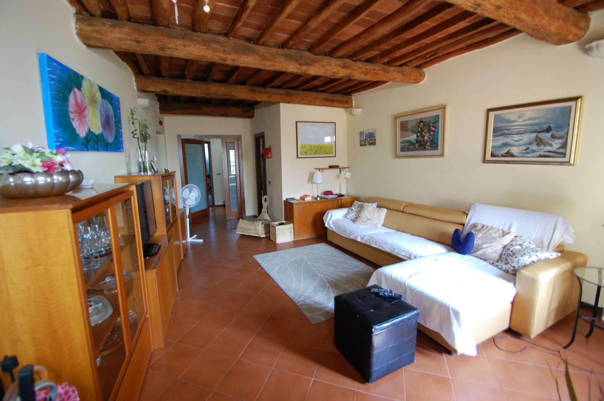 Palazzo / Stabile in vendita a Montemurlo, 4 locali, prezzo € 260.000 | Cambio Casa.it