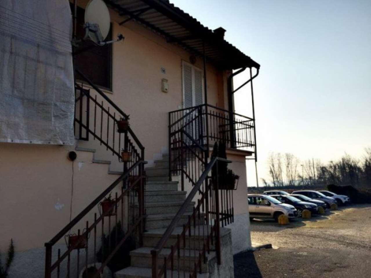 Appartamento in vendita a Certosa di Pavia, 2 locali, prezzo € 48.000   Cambio Casa.it