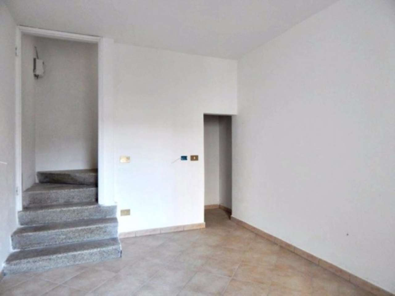 Appartamento in vendita a Certosa di Pavia, 3 locali, prezzo € 77.000   Cambio Casa.it