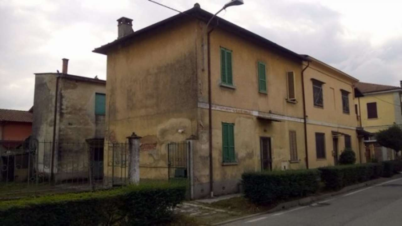 Appartamento in vendita a Certosa di Pavia, 6 locali, prezzo € 165.000   Cambio Casa.it
