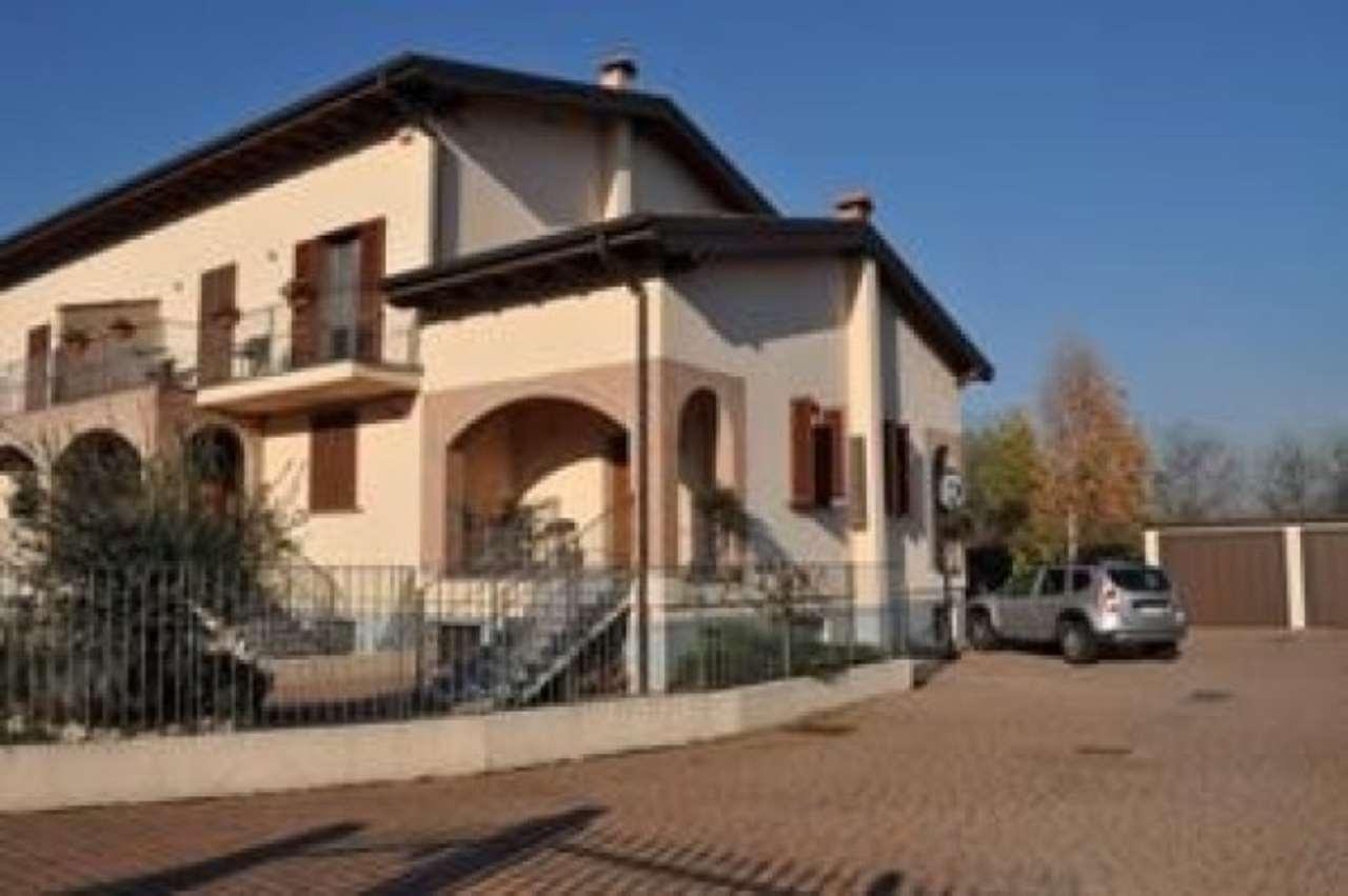 Villa in vendita a Pavia, 6 locali, prezzo € 720.000 | Cambio Casa.it