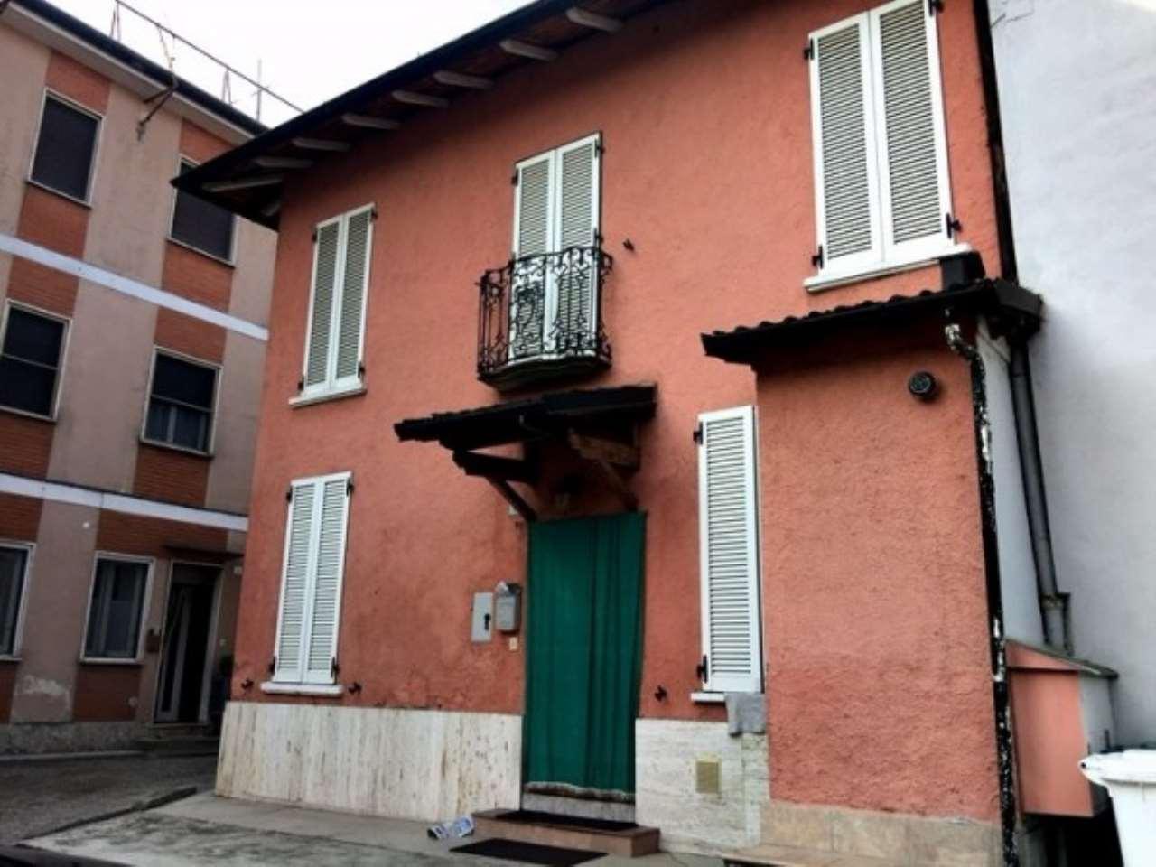 Appartamento in vendita a Certosa di Pavia, 4 locali, prezzo € 130.000   Cambio Casa.it