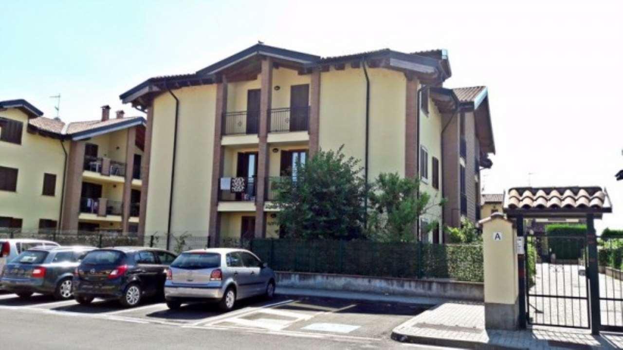 Appartamento in vendita a Certosa di Pavia, 3 locali, prezzo € 123.000   Cambio Casa.it
