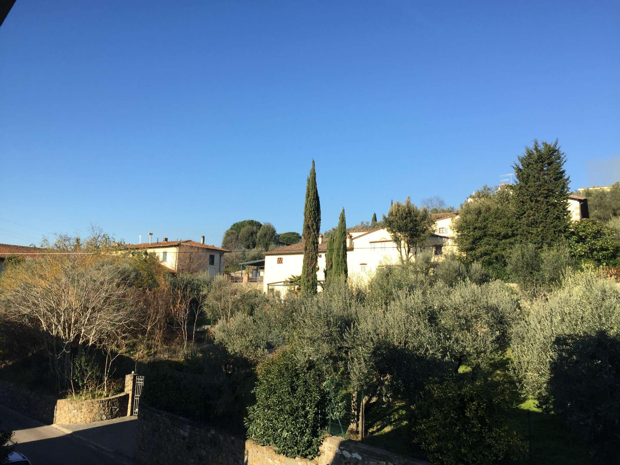 Soluzione Indipendente in vendita a Calenzano, 8 locali, prezzo € 395.000 | Cambio Casa.it