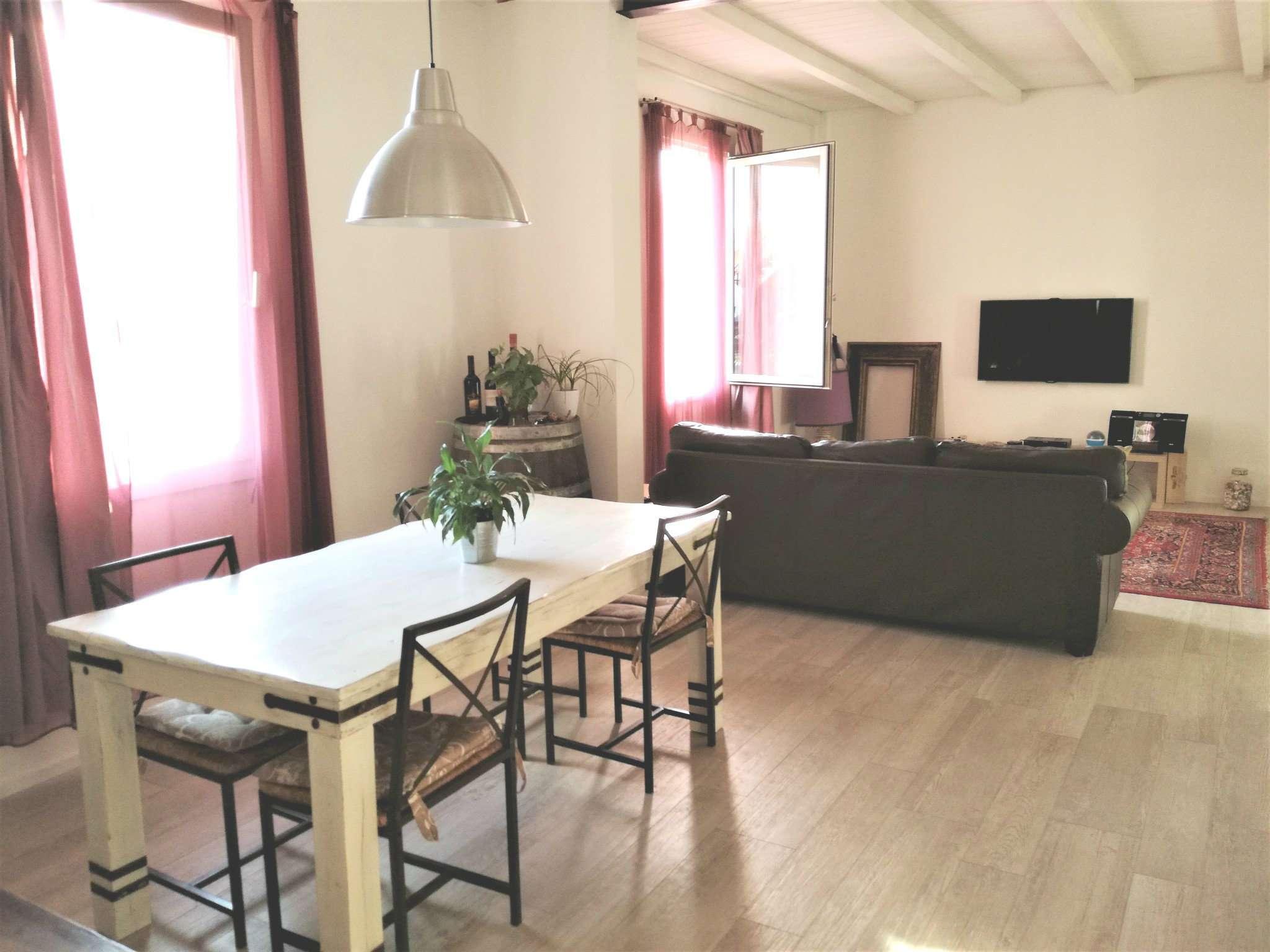Soluzione Indipendente in vendita a Calenzano, 5 locali, prezzo € 360.000 | CambioCasa.it