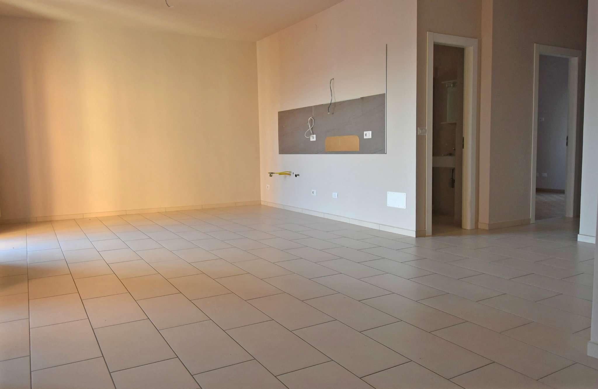 Bilocale affitto centallo via roata chiusani for Arredare appartamento seminterrato