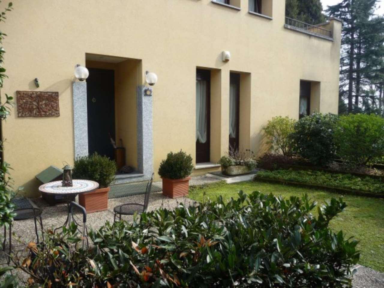 Villa in Vendita a Lesmo: 5 locali, 255 mq