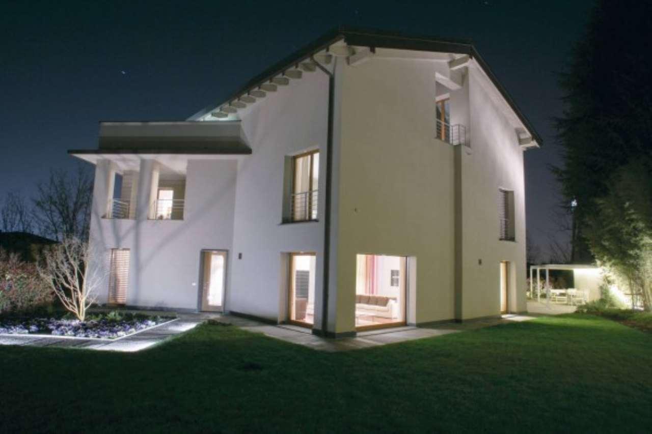 Villa in Vendita a Triuggio: 5 locali, 850 mq