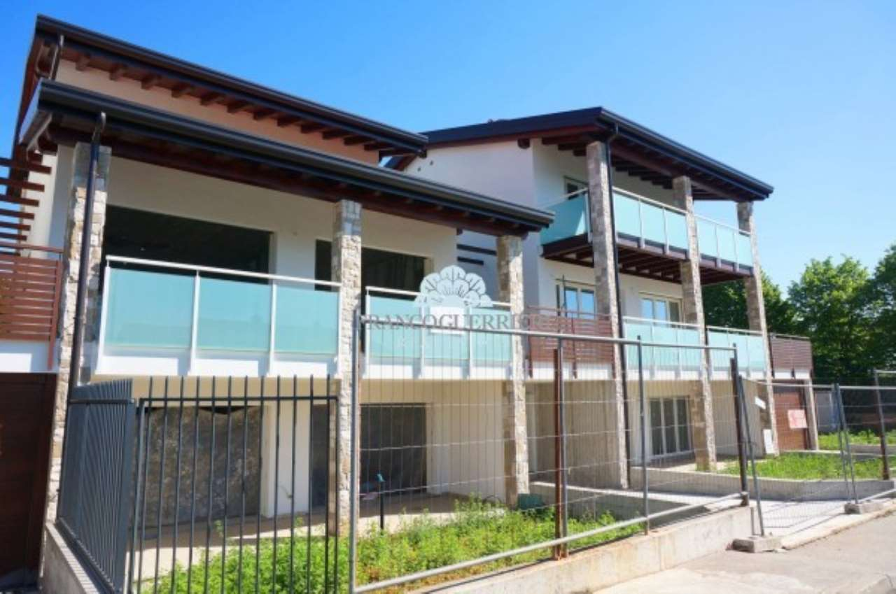Villa in Vendita a Lesmo: 5 locali, 336 mq