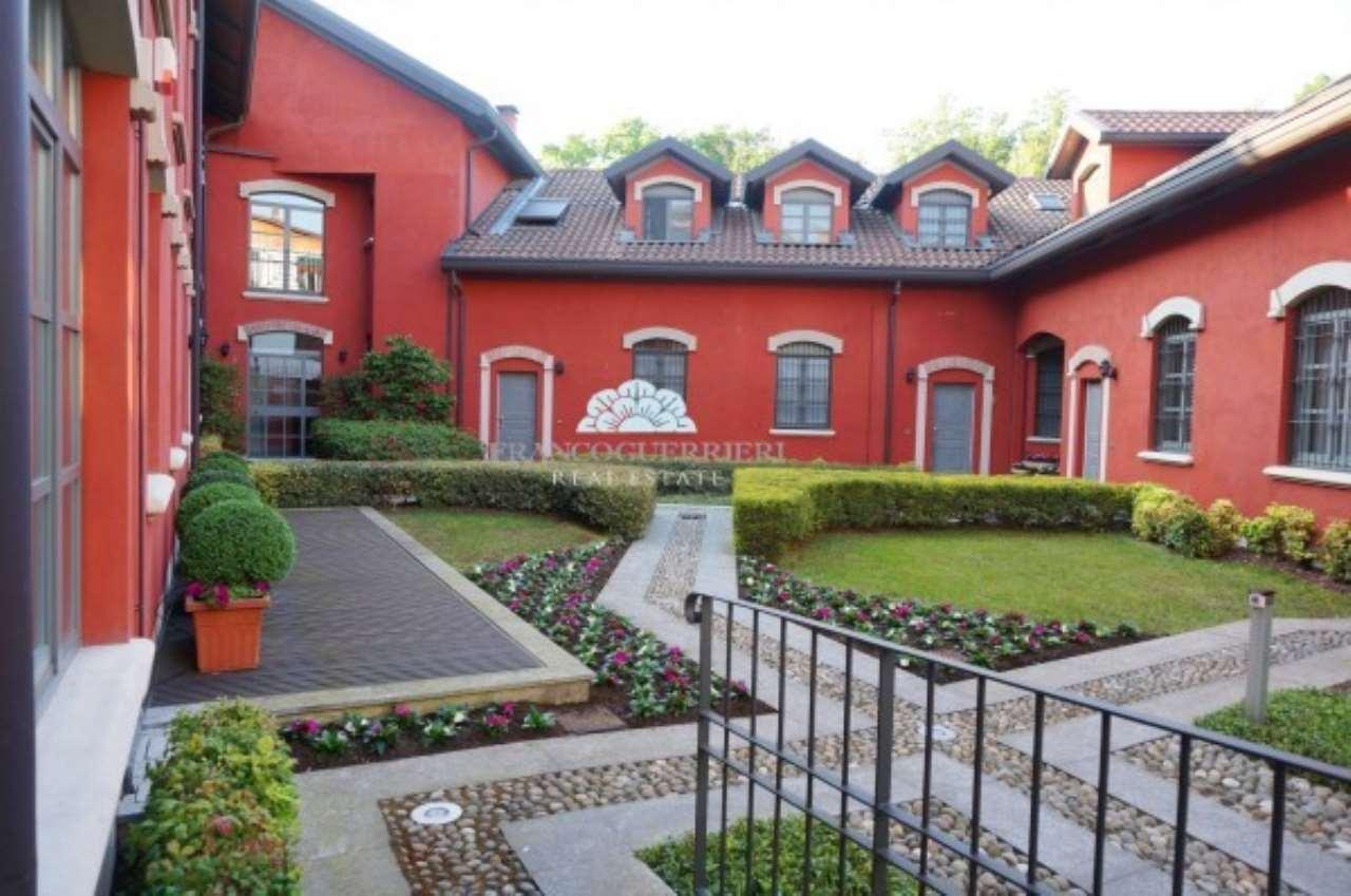Villa in Vendita a Monza: 5 locali, 335 mq