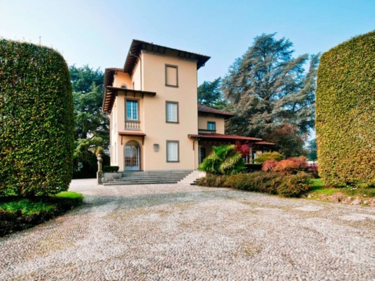 Villa in Vendita a Cernusco Lombardone: 5 locali, 670 mq