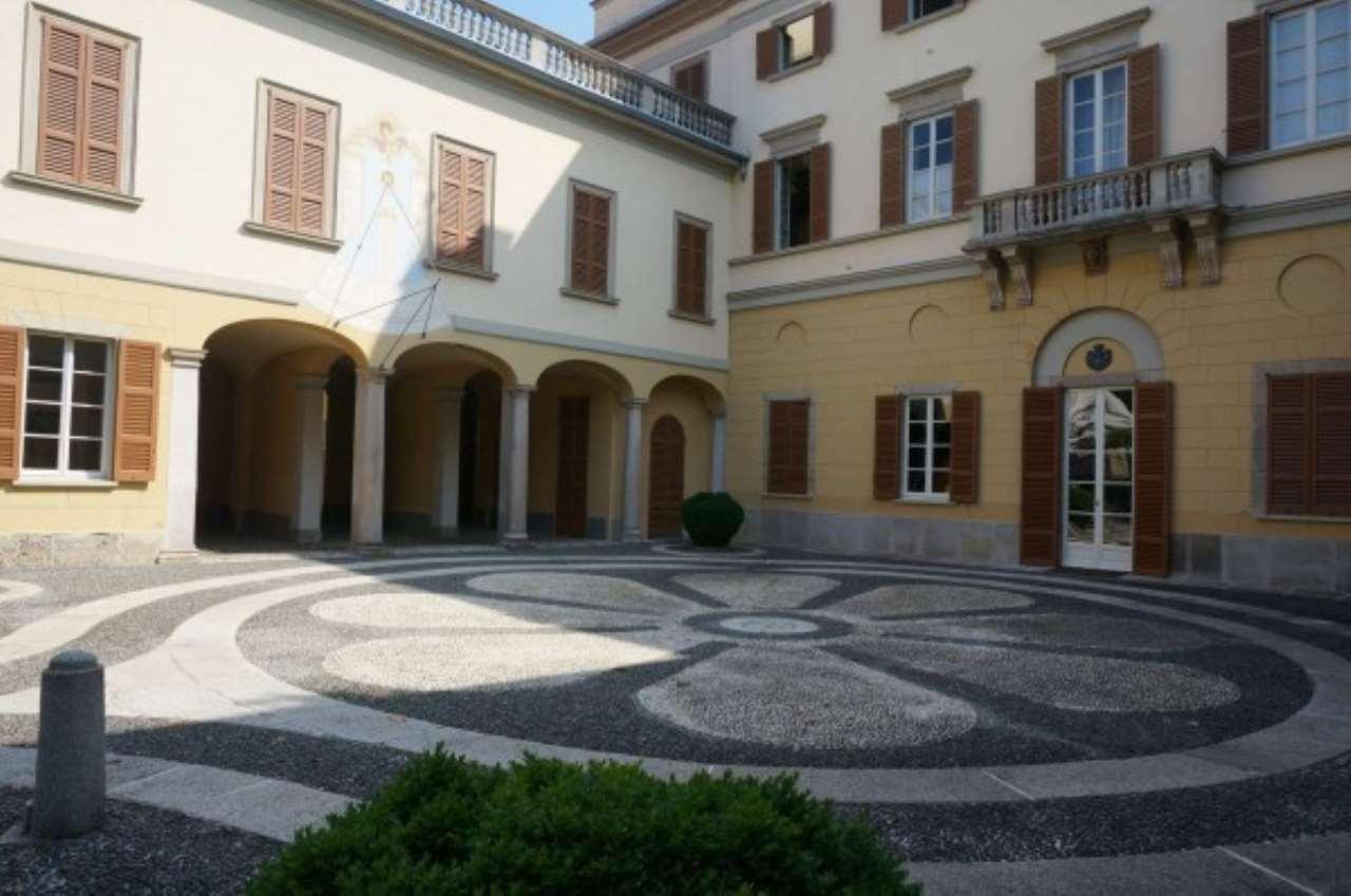 Appartamento in Affitto a Monza: 5 locali, 280 mq