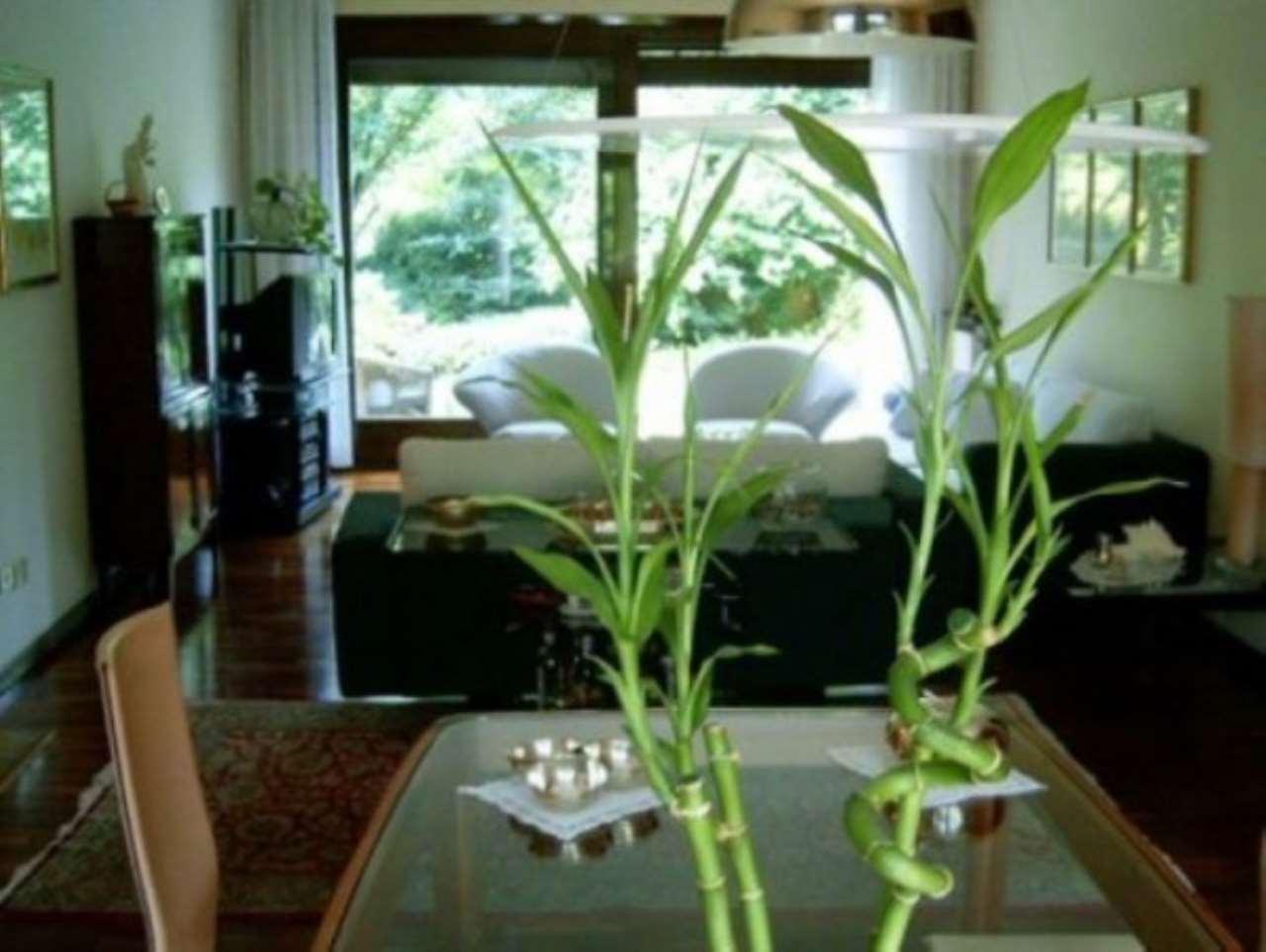 Villa in Vendita a Lesmo: 5 locali, 265 mq