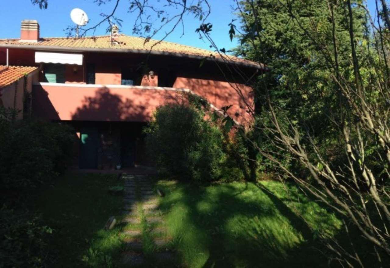 Villa in Vendita a Lesmo: 5 locali, 380 mq