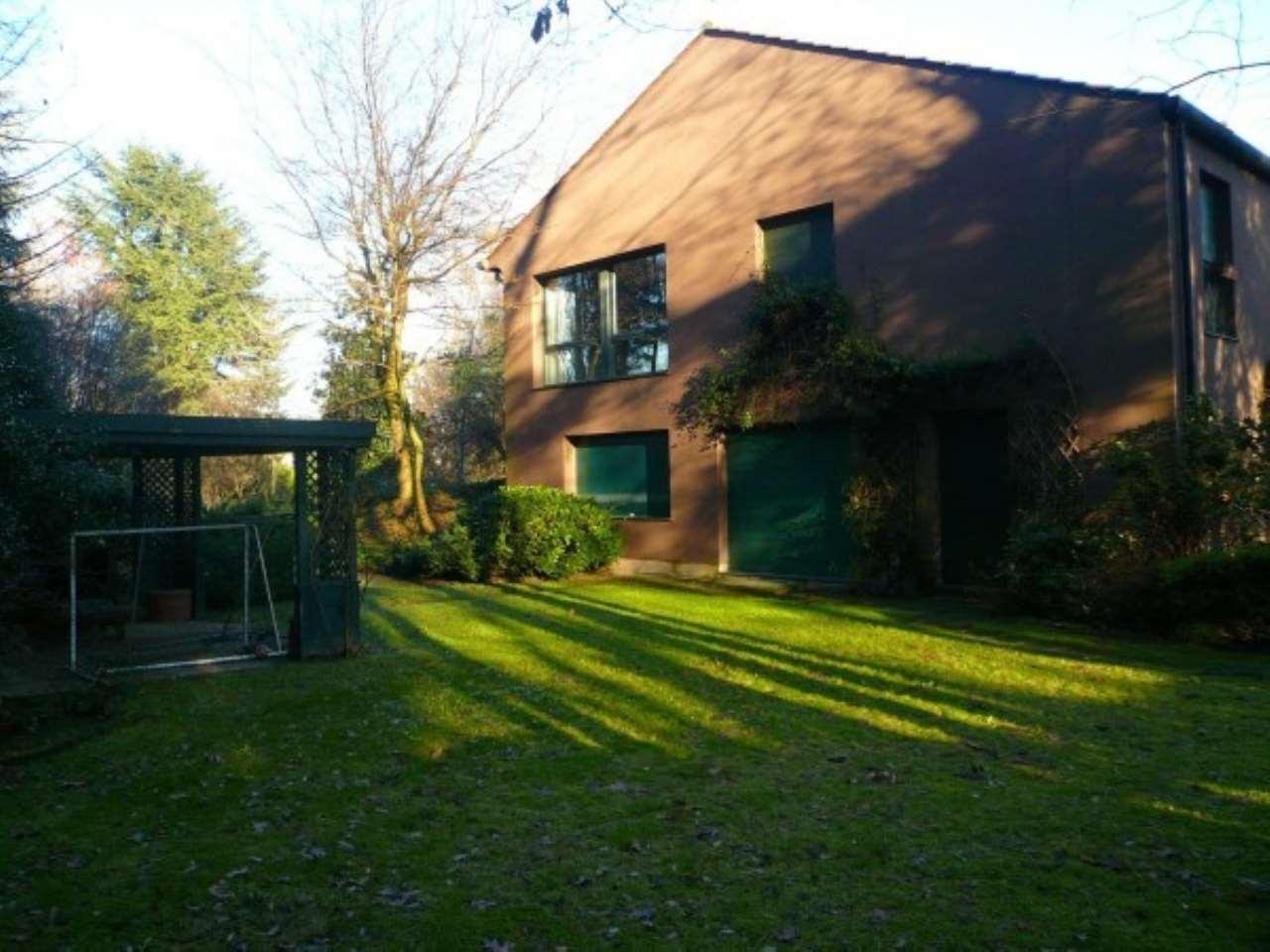 Villa in Vendita a Lesmo: 5 locali, 550 mq