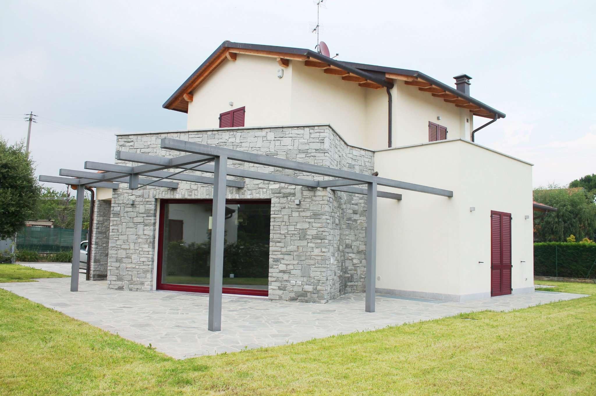 Villa in Vendita a Robbiate: 4 locali, 290 mq