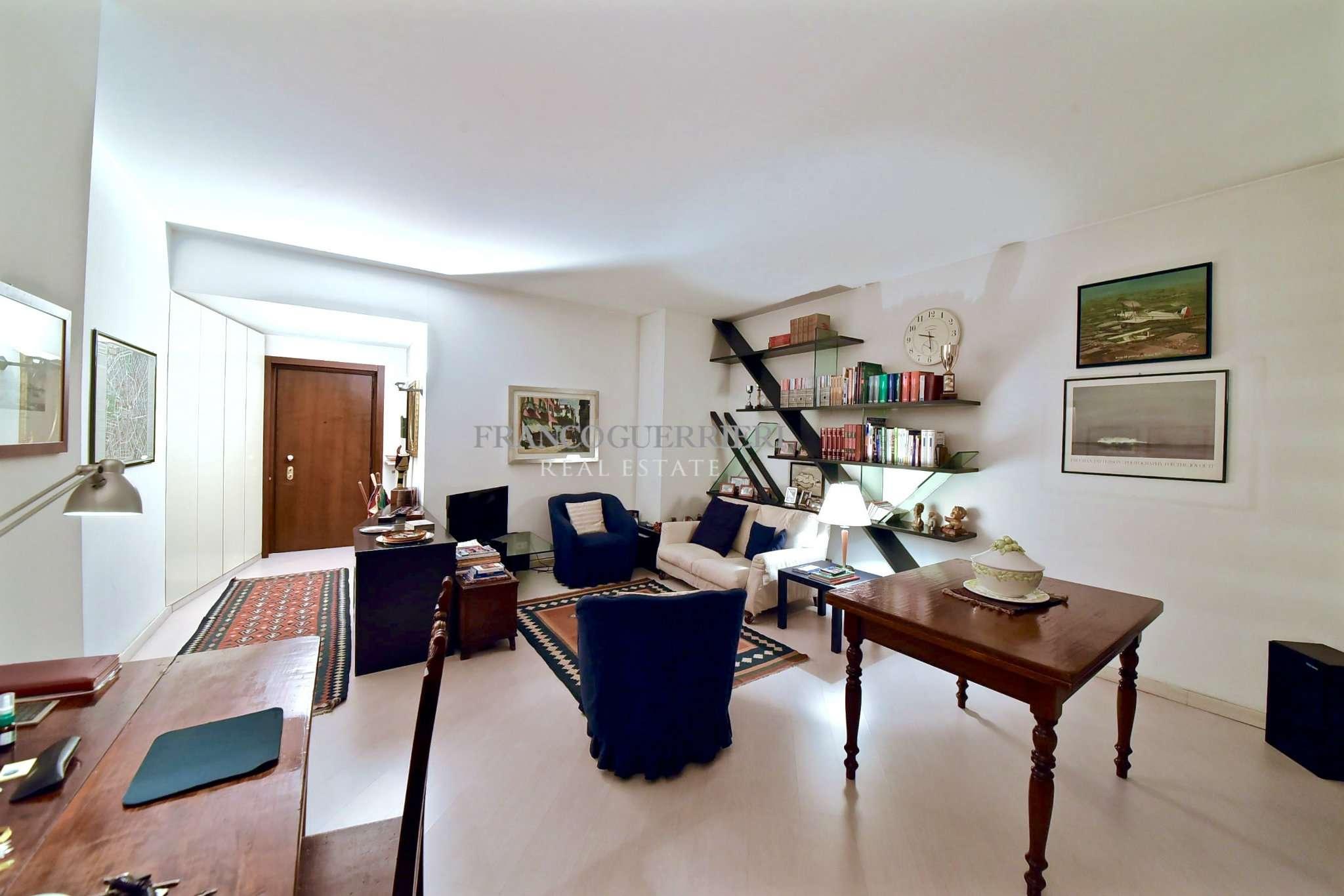 Appartamento in Vendita a Monza: 2 locali, 95 mq