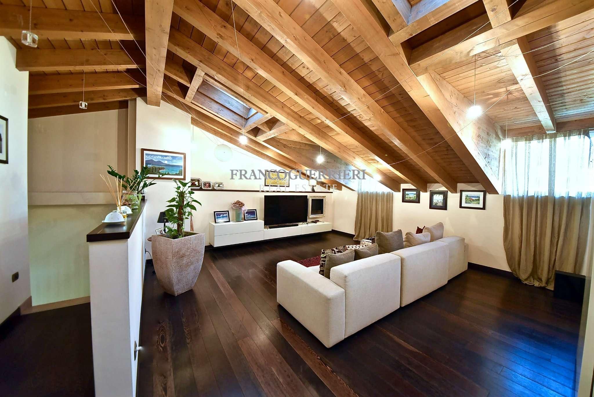 Appartamento in Vendita a Monza: 5 locali, 345 mq