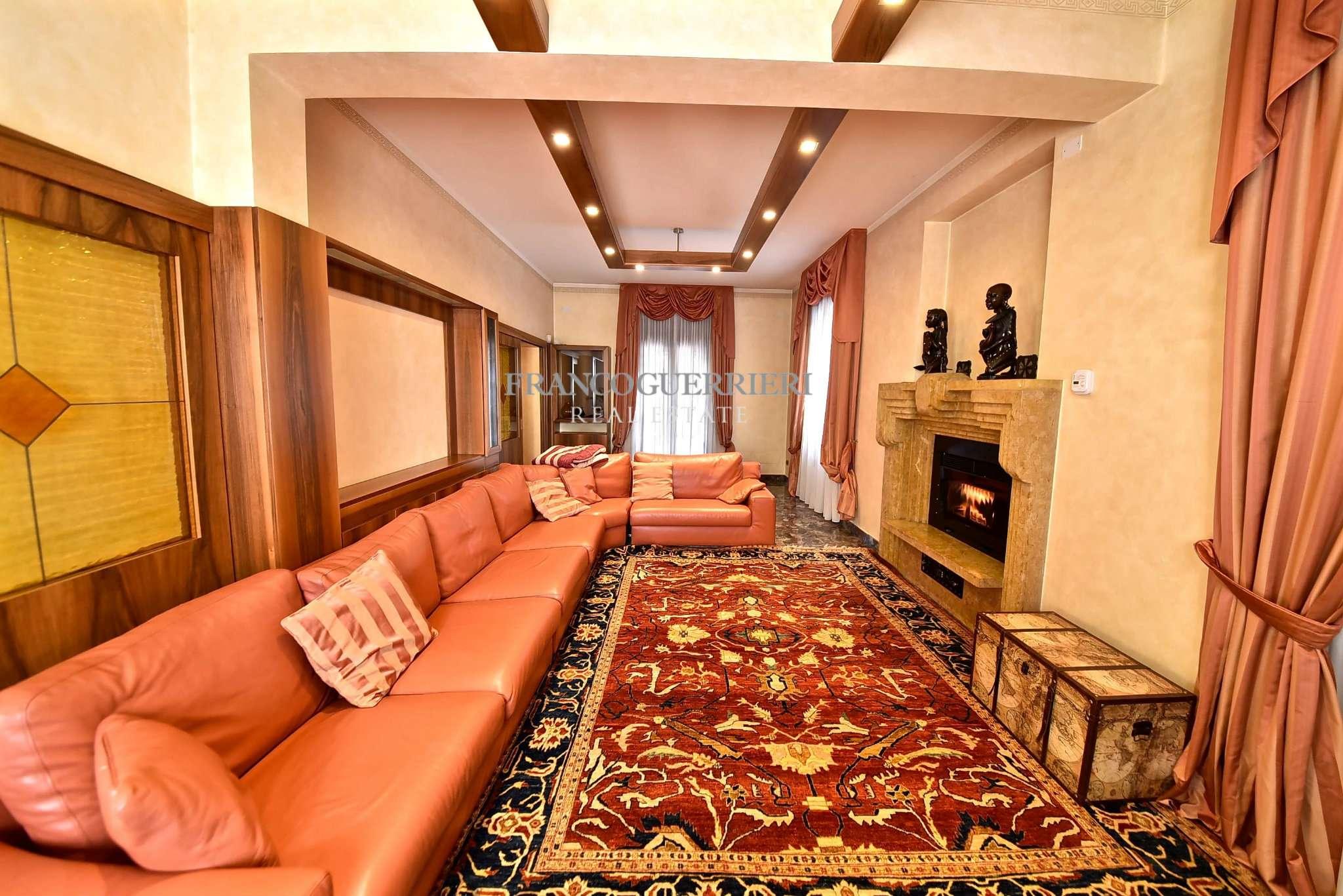 Villa in Vendita a Vaprio D'Adda: 5 locali, 360 mq