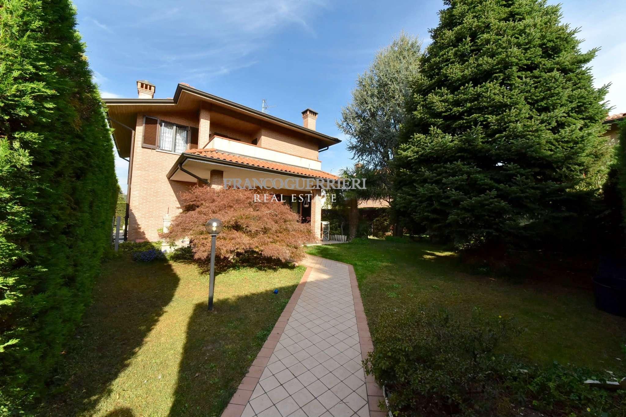 Villa in Vendita a Arcore: 4 locali, 310 mq