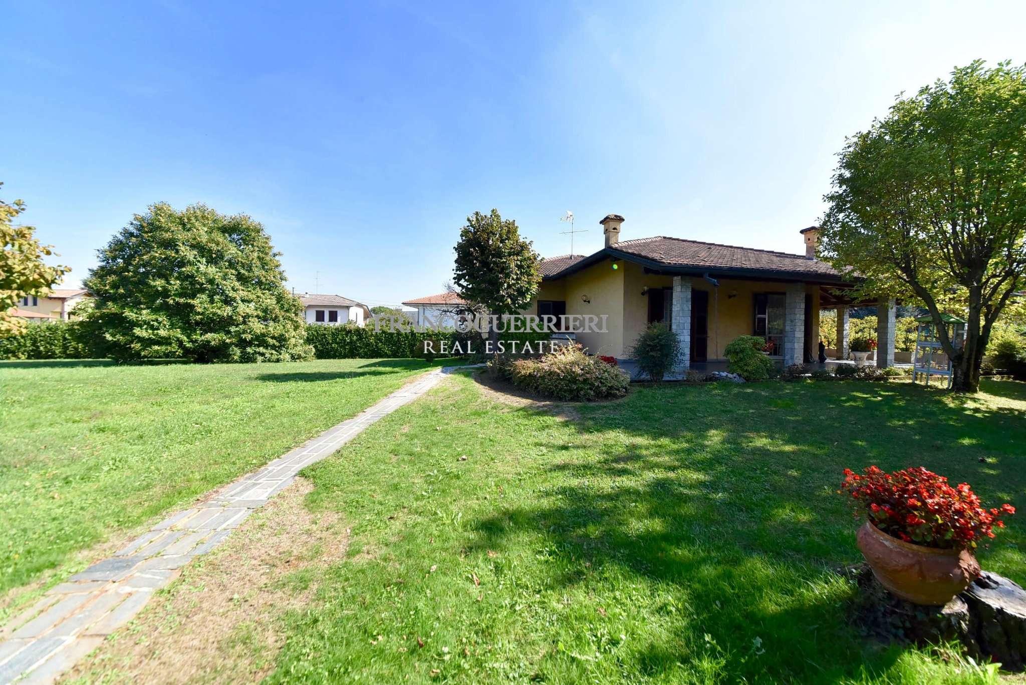 Villa in Vendita a Triuggio: 5 locali, 340 mq