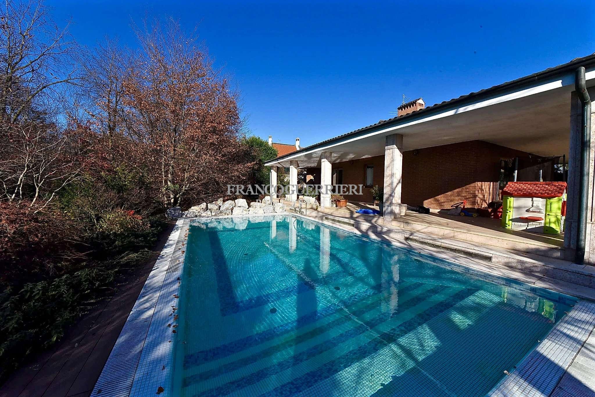 Villa in Vendita a Arcore: 5 locali, 390 mq