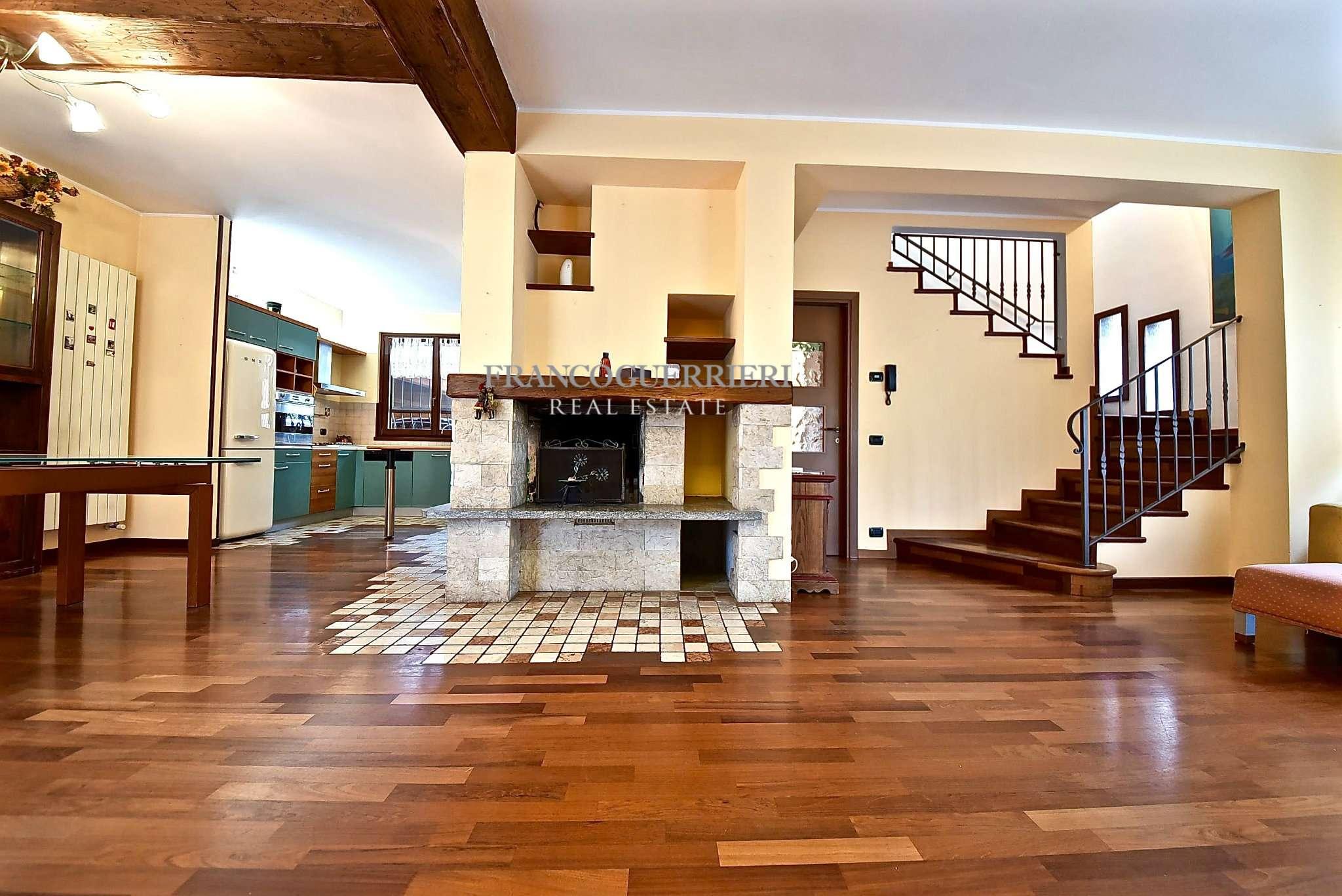 Villa in Vendita a Correzzana: 4 locali, 210 mq