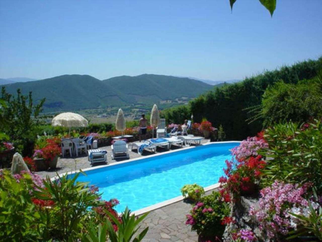 Villa Bifamiliare in vendita a Fiuggi, 10 locali, prezzo € 250.000 | CambioCasa.it