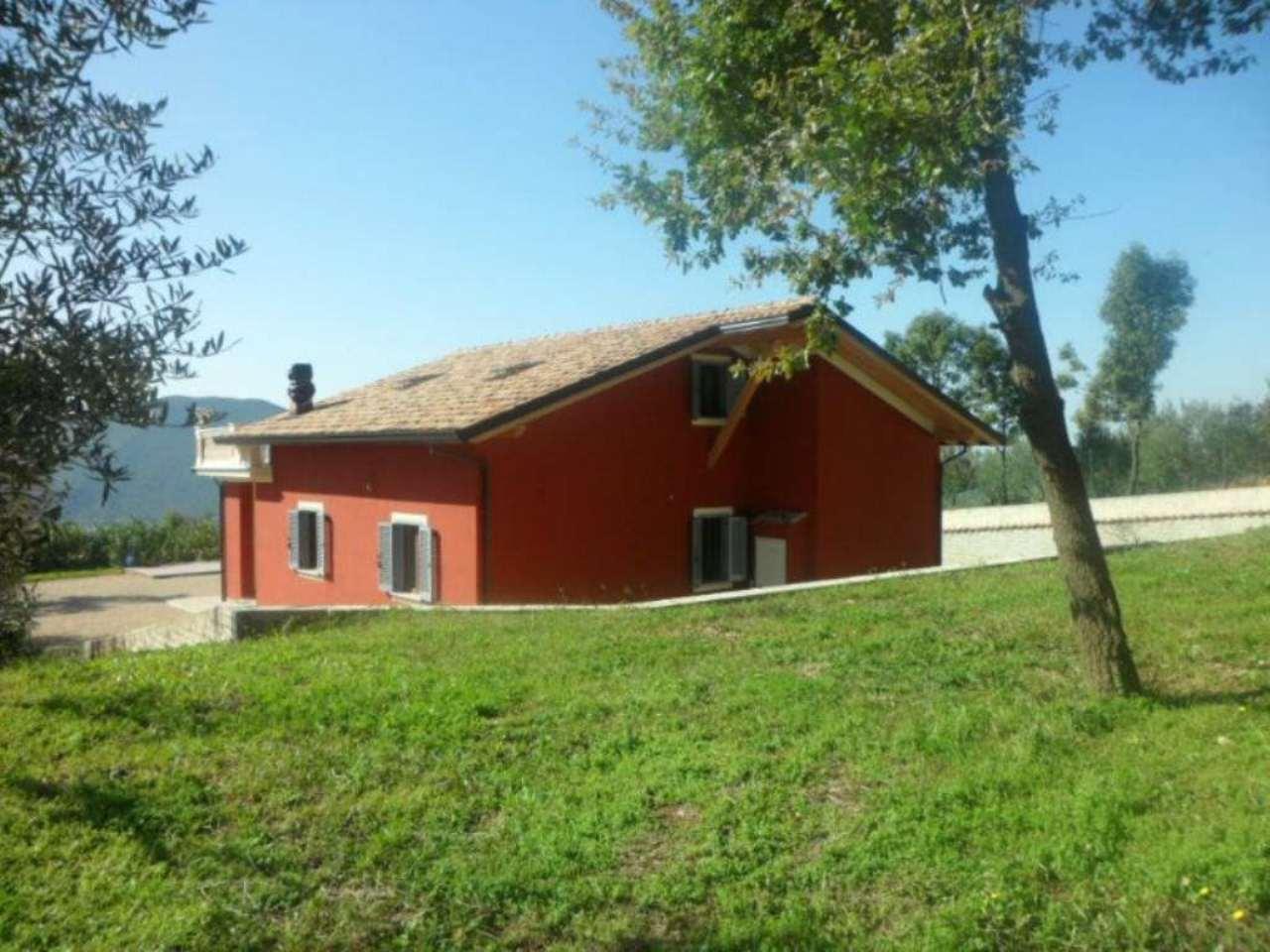 Villa in vendita a Fiuggi, 6 locali, prezzo € 207.000 | CambioCasa.it