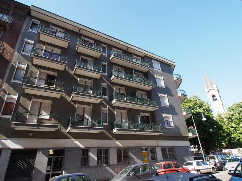 Bilocale Torino Via Revello 1