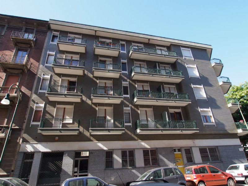 Bilocale Torino Via Revello 3