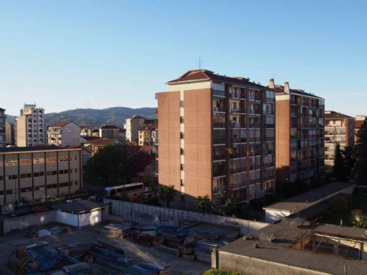 Bilocale Torino Via Monte Rosa 3