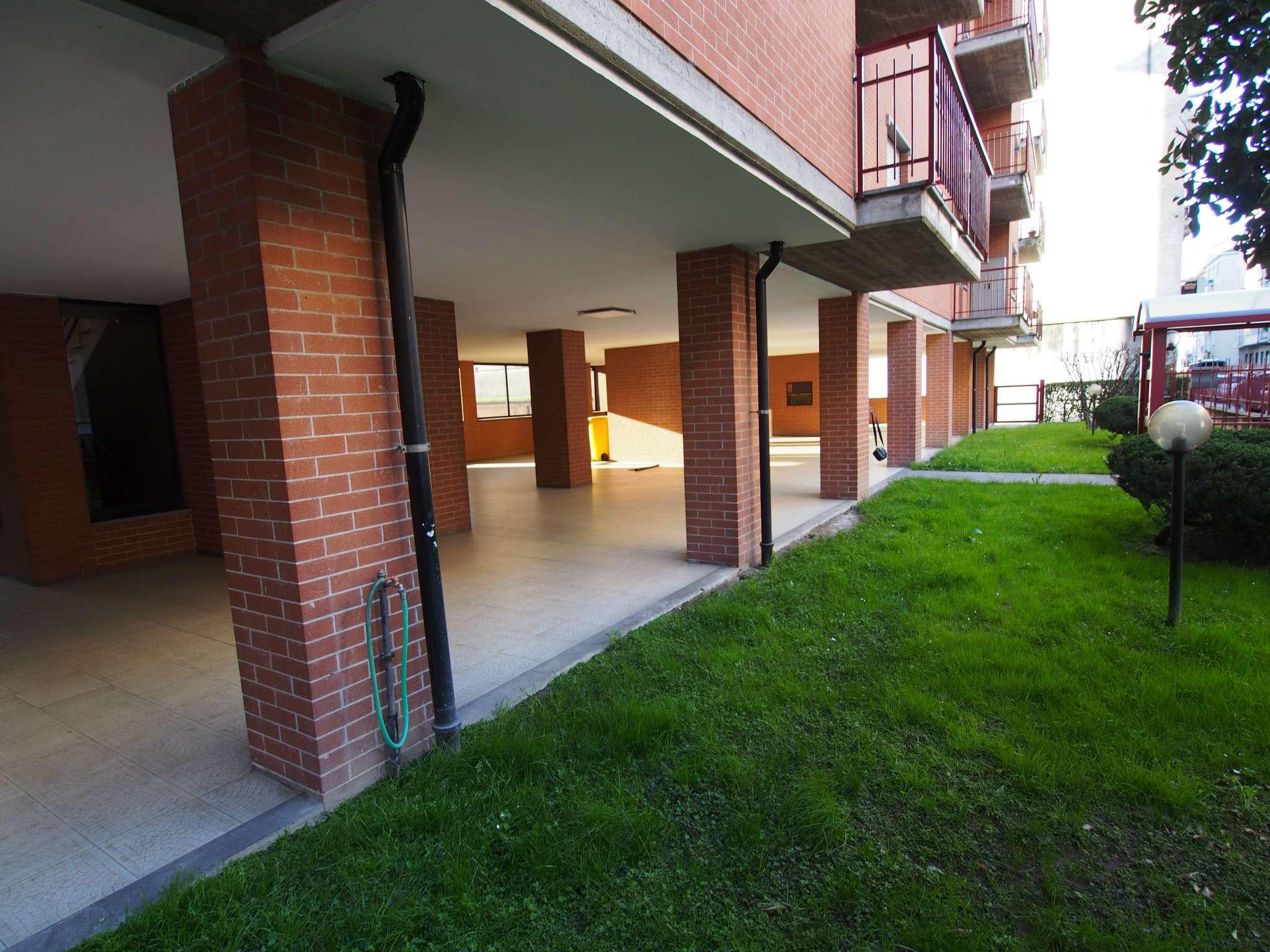 Bilocale Torino Via Monte Rosa 5