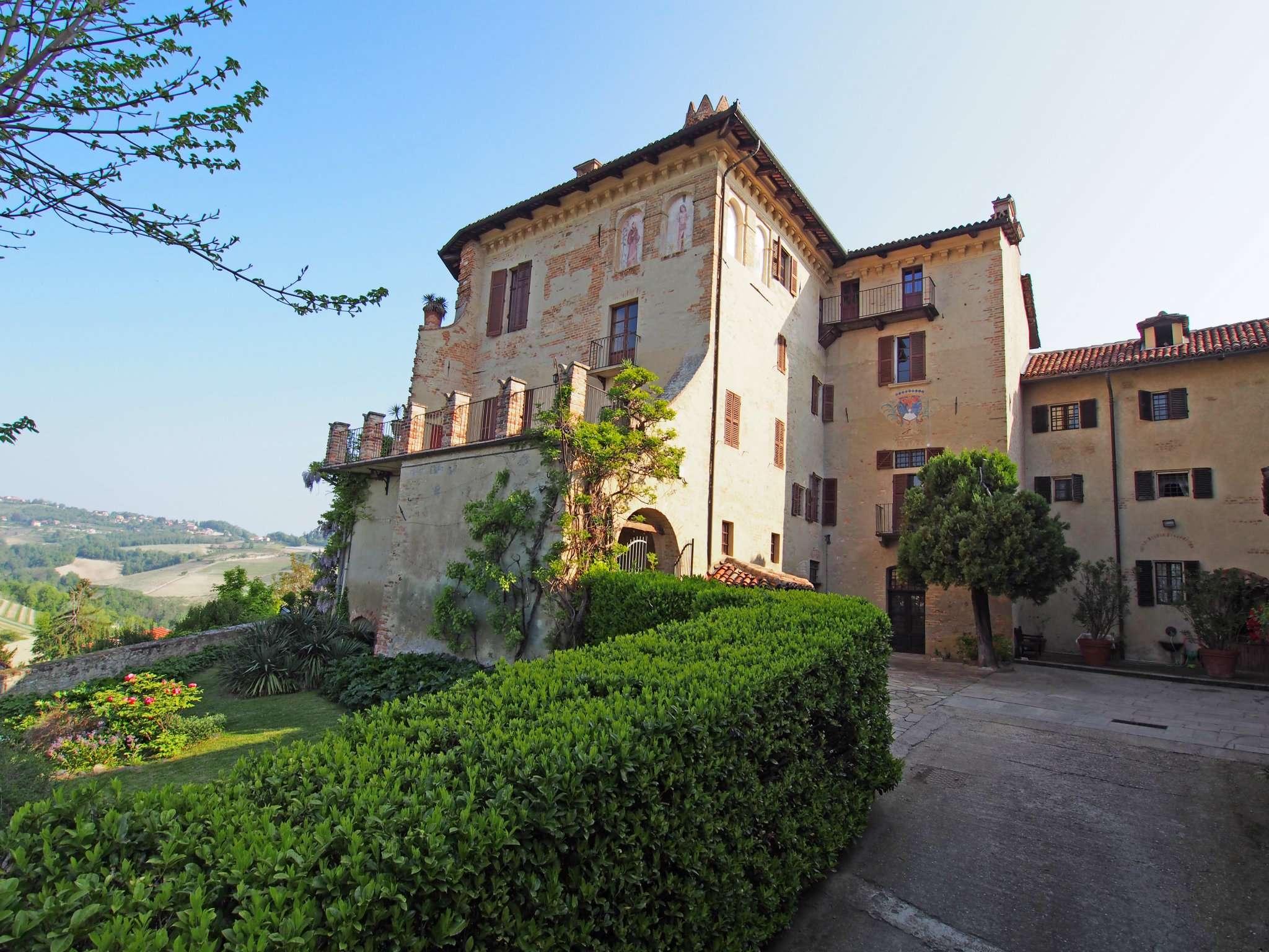 Immagine immobiliare Prestigiosa Dimora Nobiliare sulla collina di Pino d'Asti, di origini medievali. Complesso immobiliare, più noto anche come