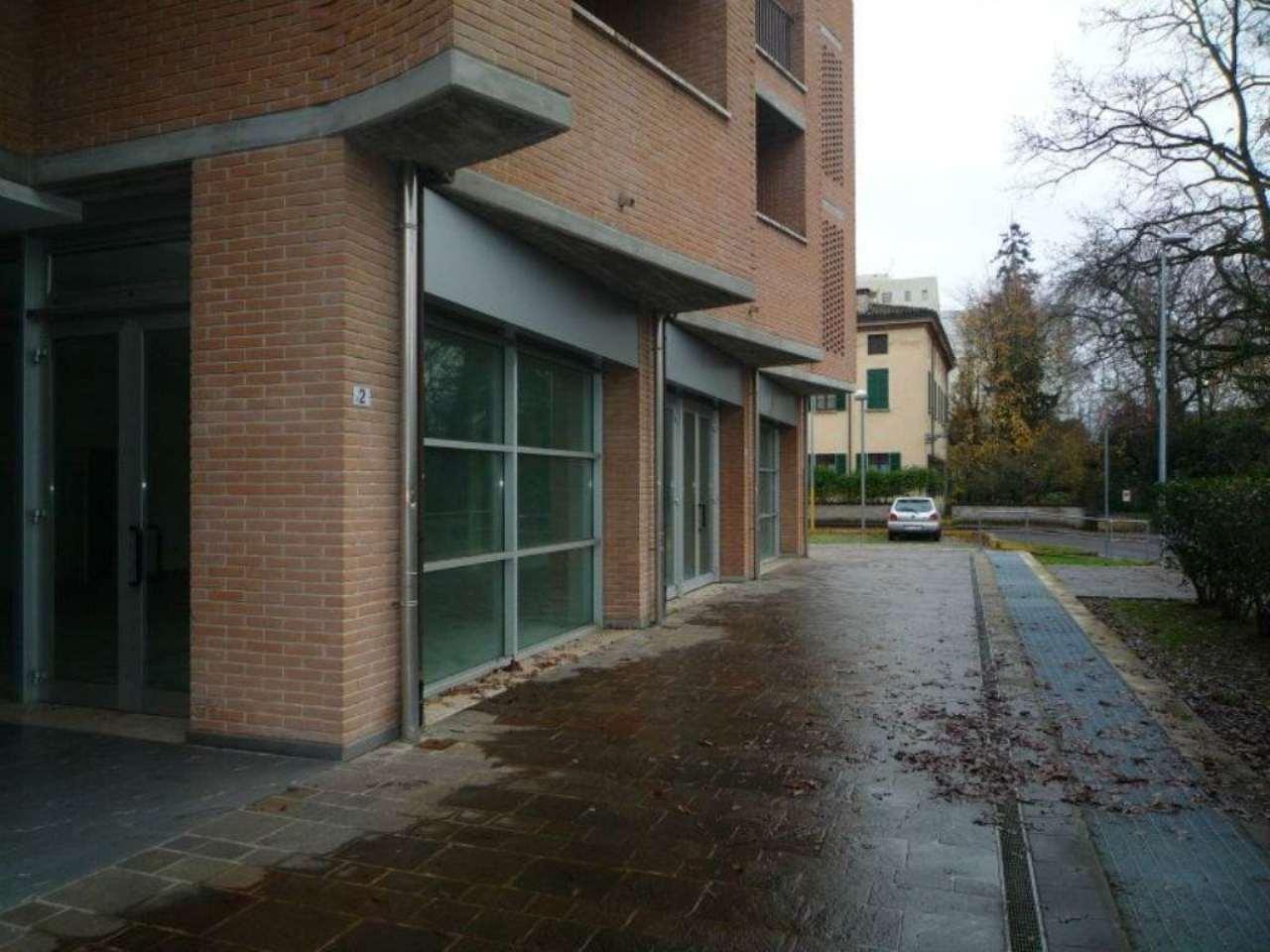 Negozio in affitto a Parma in Via Oradour
