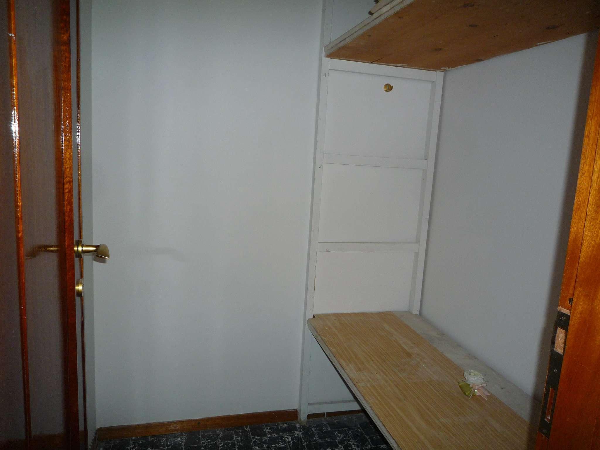 Ampio appartamento con garage centro storico parma for Ampio garage con abitazione
