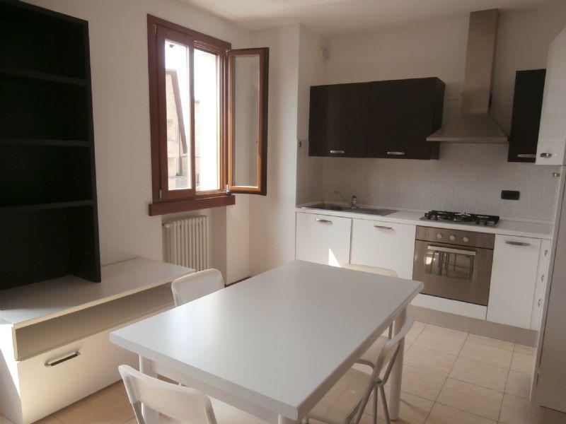 Affitto parma appartamento bilocale 500 euro 60 mq 15 05 2015 for Appartamenti arredati in affitto a parma