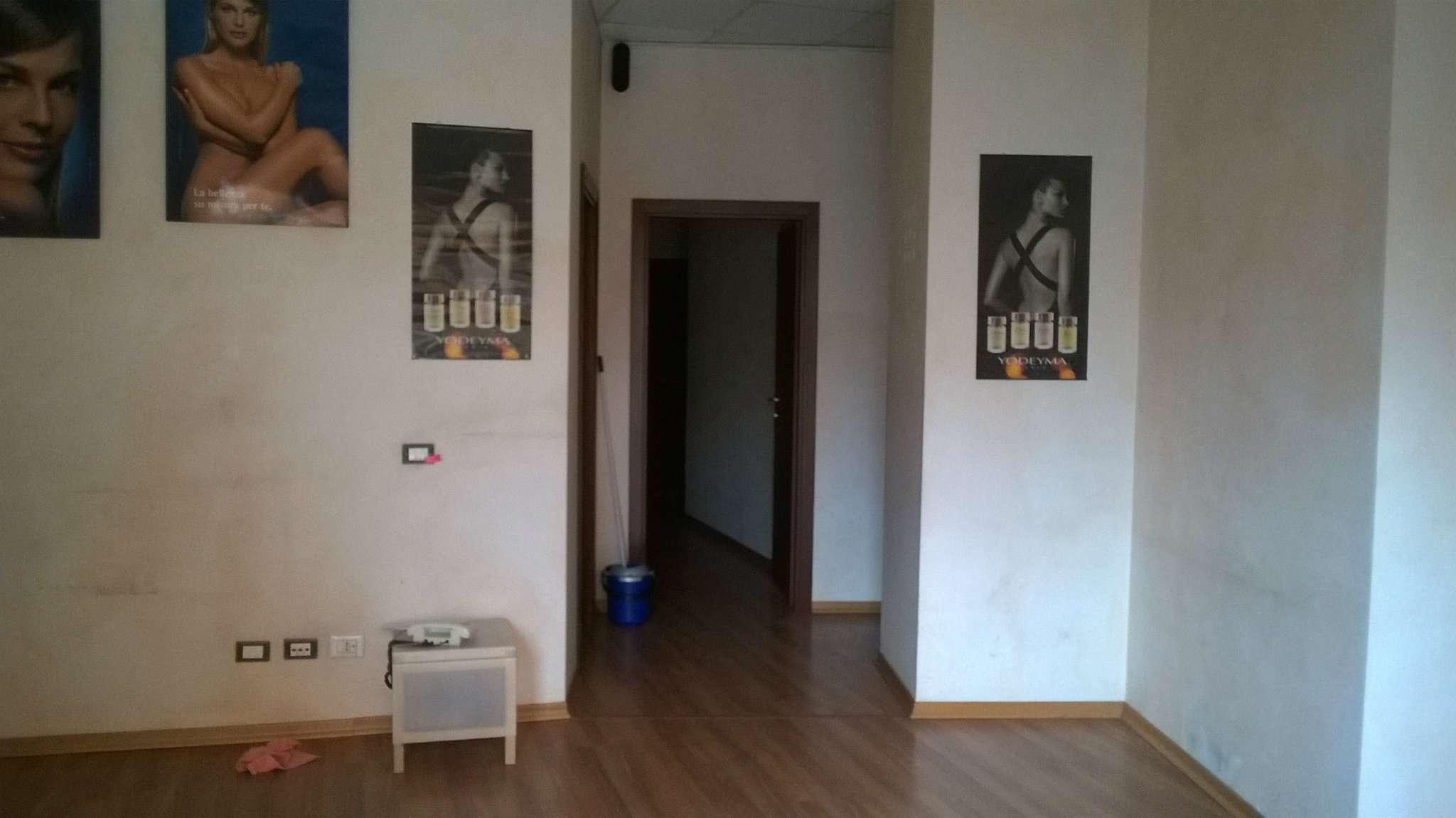 Negozio / Locale in affitto a Pomezia, 1 locali, prezzo € 1.300 | Cambio Casa.it