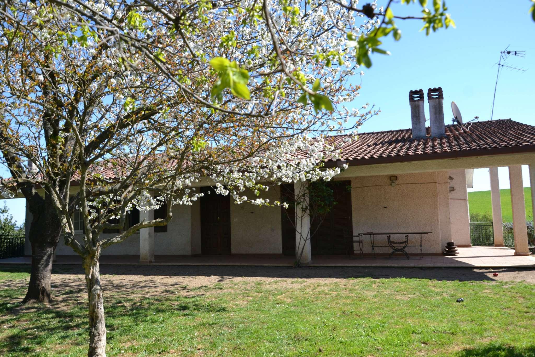 Casa indipendente in vendita 4 vani 170 mq.  via Orzinuovi Roma