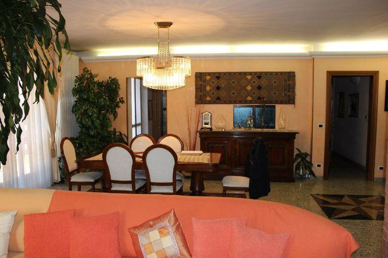 Villa in vendita a Torino, 10 locali, zona Zona: 12 . Barca-Bertolla, Falchera, Barriera Milano, prezzo € 580.000 | Cambiocasa.it