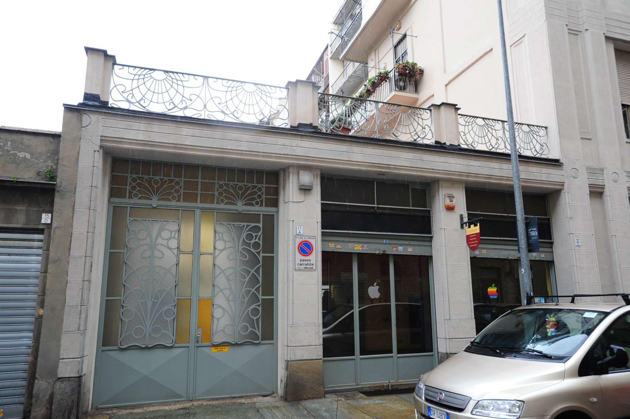 Immagine immobiliare vendita ampio negozio Via Tiziano 17 pressi via Nizza comodo alla metro , fermata Piazza Carducci,vendiamo muri negozi,composto ampio locale con due vetrine, retro ,servizio e cantina.Buon punto commerciale,adatto a diverse...